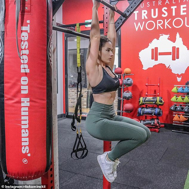 Including HIIT cardio to her workouts was essential to her weight loss, as well as a compound exercises like deadlifting and four free weight and machine exercises