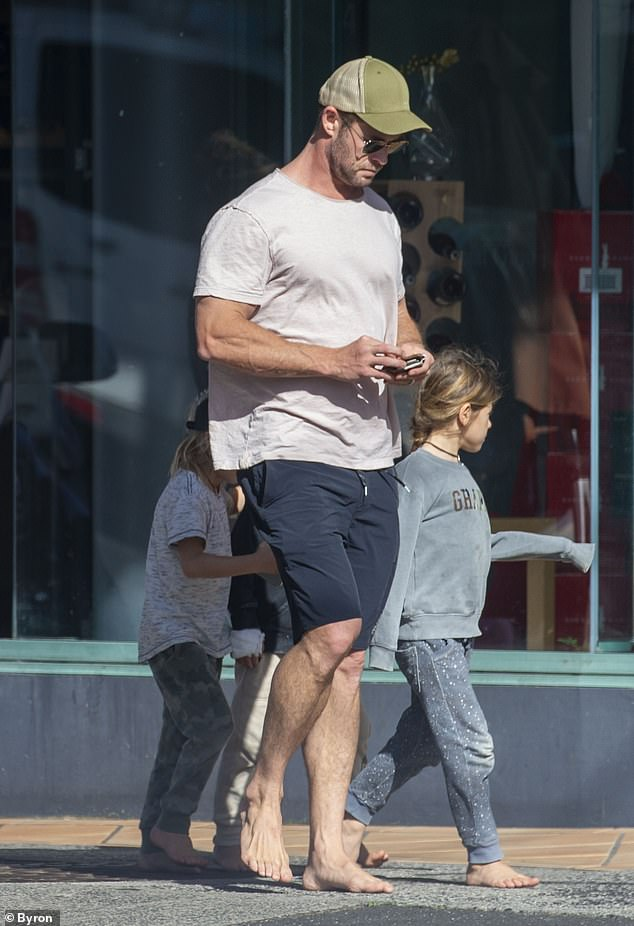 Keeping it casual: The barefoot Australian actor kept a low profile as he ran errands with the couple